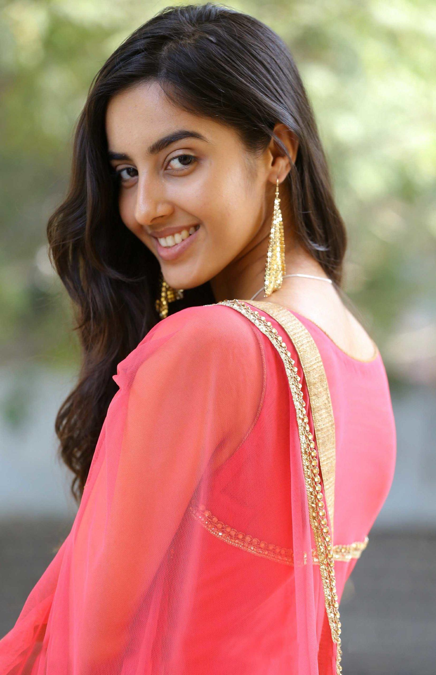 Actress Chinmayi Ghatrazu Latest Hot Stills - Cine Gallery