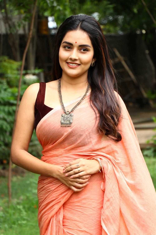 Mahamuni Actress Mahima Nambiar Saree Pics - Telugu Actress Gallery