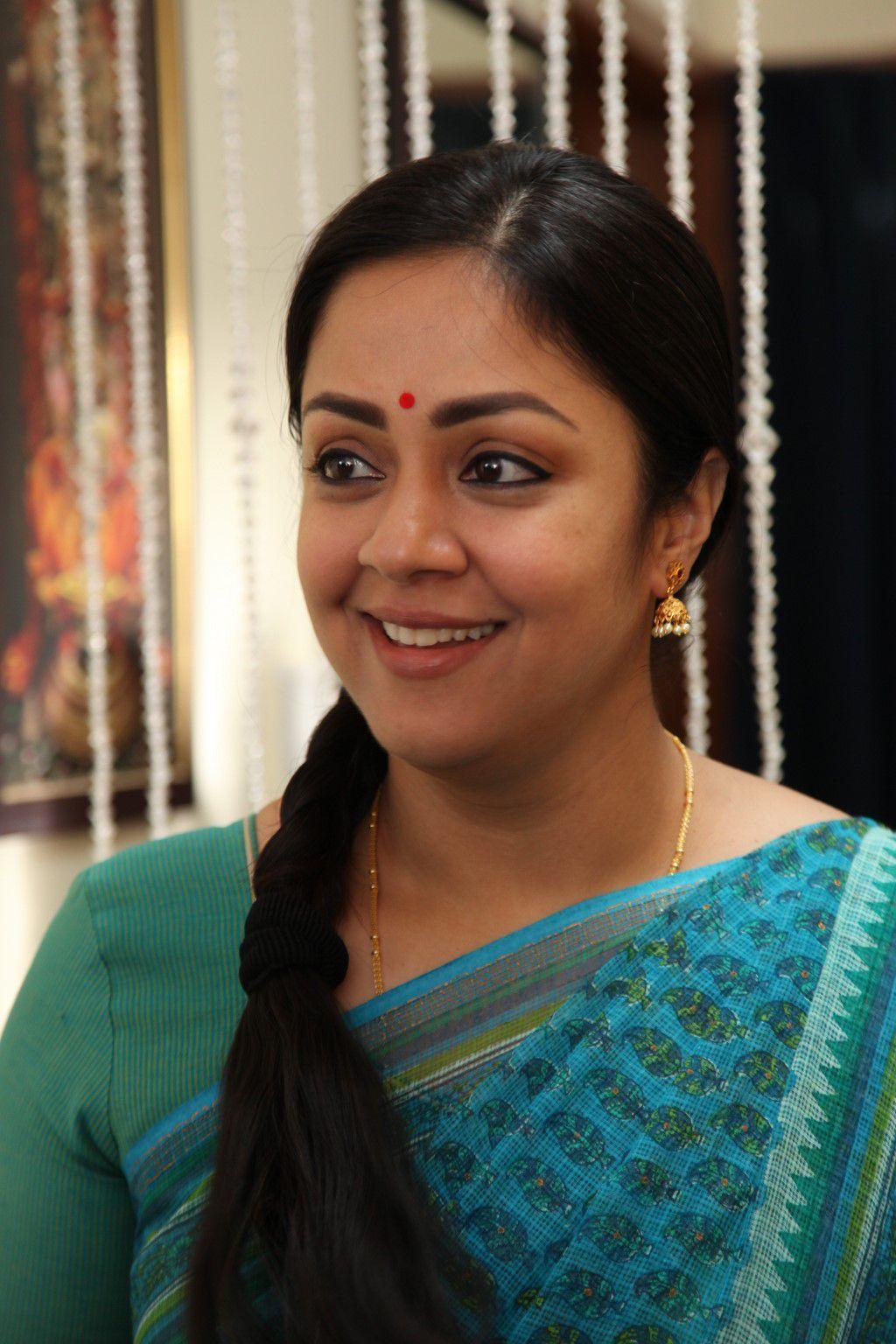 Actress Jyothika Photos - Telugu Actress Gallery