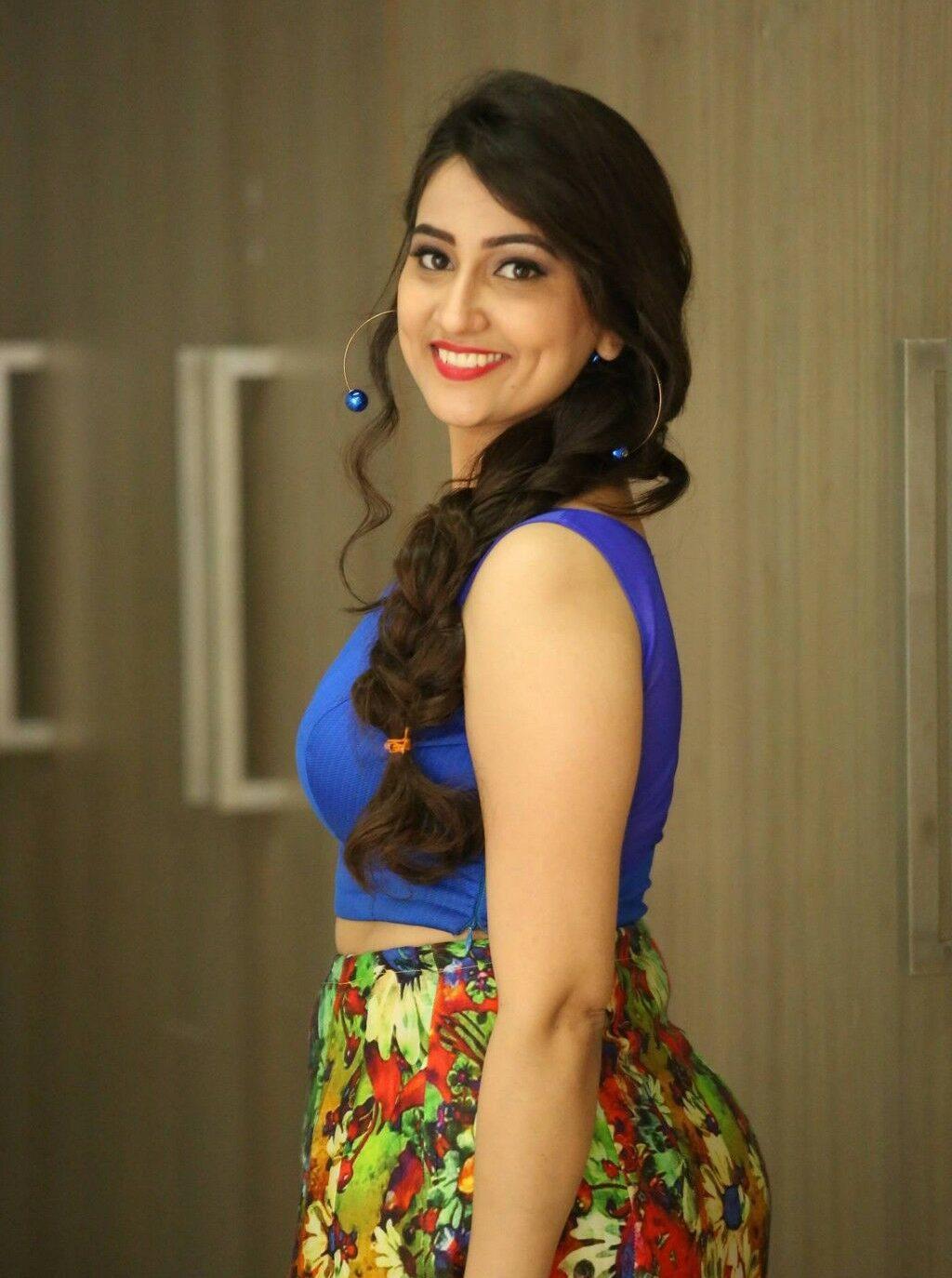 Anchor Manjusha Hot photos in blue dress